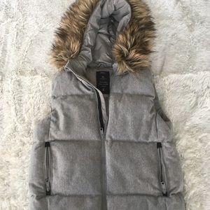 Jackets & Blazers - Gap Outdoor Puffer Vest w/ Fur Collar